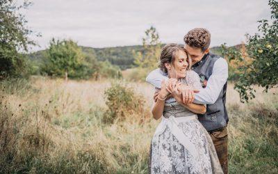 Sandra & Fabian – eine rustikale Vintage-Hochzeit am Schafhof in Velburg